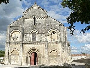 Châteauneuf-sur-Charente - The church of Châteauneuf