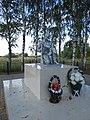 Братская могила Вараксино памятник.jpg