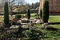 Гробови во дворот на Лесновскиот манастир.jpg