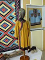 Нанайский женский костюм и мужская рубаха, ковер. Сикачи-Алян.JPG