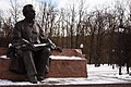 Пам'ятник Максиму Рильському в Голосіївському парку, Київ.jpg