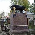 Санкт-Петербург, Лазаревское кладбище, Надгробие Кусовых.JPG