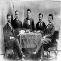 אגודה יהודית לאומית על יד הפוליטכניקום בריגה קבוצת החברים ובניהם משה ברוק ( 189-PHG-1005258.png