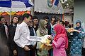 นายกรัฐมนตรี มอบบ้านตามโครงการแก้ไขปัญหาความเดือดร้อนท - Flickr - Abhisit Vejjajiva (8).jpg