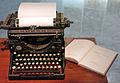 13 Màquina d'escriure Underwood i Gramàtica catalana de Pompeu Fabra.JPG