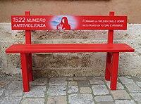 1522 NO alla violenza sulle donne Panchina rossa a San Quirico d'Orcia.jpg