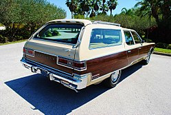 1975 Chrysler Town Country wagon.jpg