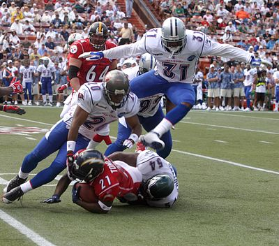 Williams (upper right) during the 2006 Pro Bowl. 2006 Pro Bowl tackle.jpg