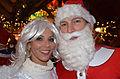2013-12-06 Santa Run, 2. Weihnachtsmannlauf in Hannover (119) ein Engel und ein Nikolaus, Hafida und Thomas Hinz in der Pyramide am Kröpcke.jpg