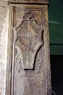 Arma dei Bentivoglio nel portale del loro palazzo di Milano (Musei Civici del Castello Sforzesco)