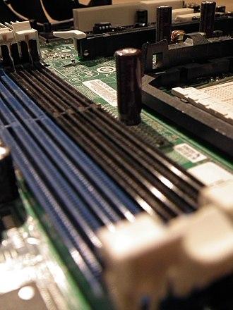 DDR SDRAM - 4 DDR slots