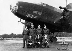 578 Squadron RAF Halifax aircrew AWM P03759.001.jpg