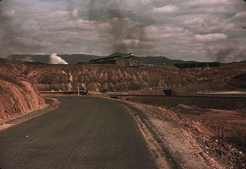 File:A train bringing copper ore out of the mine, Ducktown, Tenn1a34321v.jpg