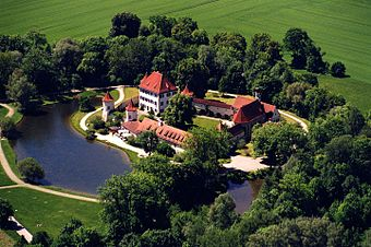 Aerial view of Blutenburg Castle.jpg