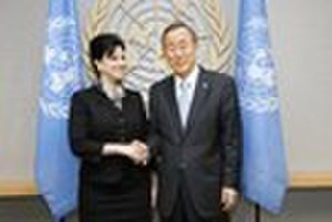Permanent Representative of Honduras to the United Nations - Image: Ambassadorflores&Ban ki Moon UN