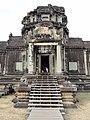Angkor Wat Gopuram 02.jpg