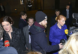 2014 Swedish government crisis - Anna Kinberg Batra (left) and Annie Lööf (right in blue coat) interviewed by the press after the hastily called meeting between cabinet members and the opposition