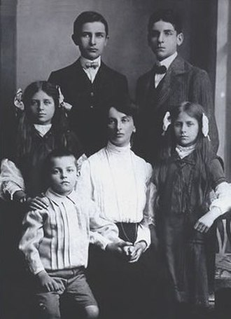 Inessa Armand - Armand with her children in Brussels, 1909
