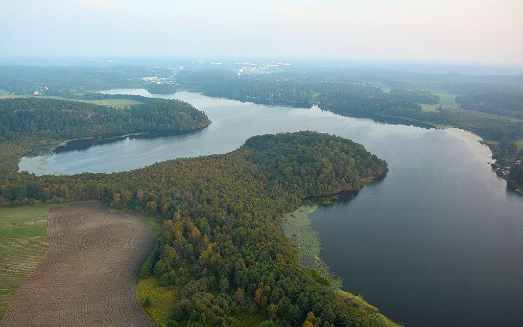 Sjön Aspen med Ekholmens naturreservat.