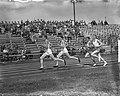 Atletiek Nederland tegen Noorwegen te Hengelo. 1500 meter. Achter de twee Noren , Bestanddeelnr 904-1402.jpg