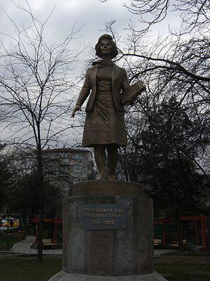 1990 in Turkey - Image: Bahriye Üçok heykeli