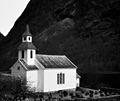 Bakka kyrkje svartkvitt.jpg