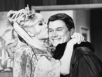 I Dream of Jeannie - Barbara Eden and Larry Hagman (1969)
