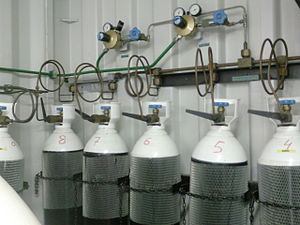 Hyperbaric treatment schedules - Bank of oxygen cylinders for recompression treatment or surface decompression