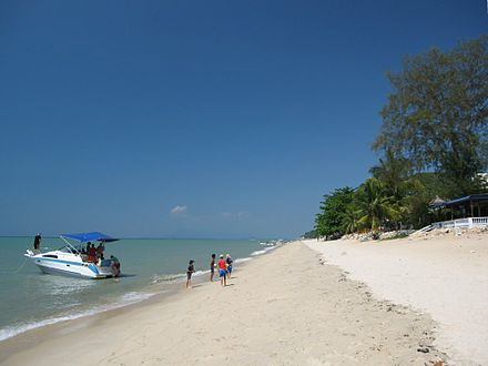 A beach at Batu Ferringhi BatuFerringhi2006.JPG