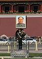 Beijing-Tiananmen-78-Mao und Wache-gje.jpg