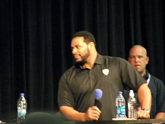 Jerome Bettis - Bettis speaking at a sports convention.