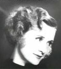 Billie Burke in Dinner at Eight trailer.JPG