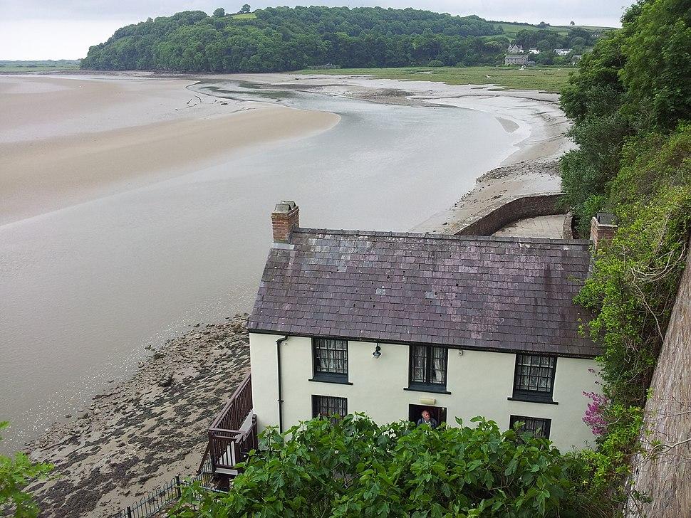 Blick auf das Dylan Thomas Boathouse und die Trichtermündung des Taf, Wales