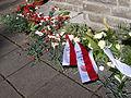 Blumen an der Gedenkstätte Jonastal, Thüringen.JPG