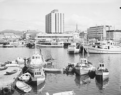 Bodø - no-nb digifoto 20150624 00194 NB MIT FNR 27748.jpg