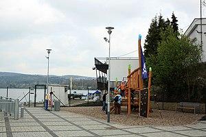 Brno, Bystrc, dětské hřiště v přístavišti.jpg