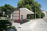 Brno, Obilní trh, tramvajová čekárna (1022).jpg