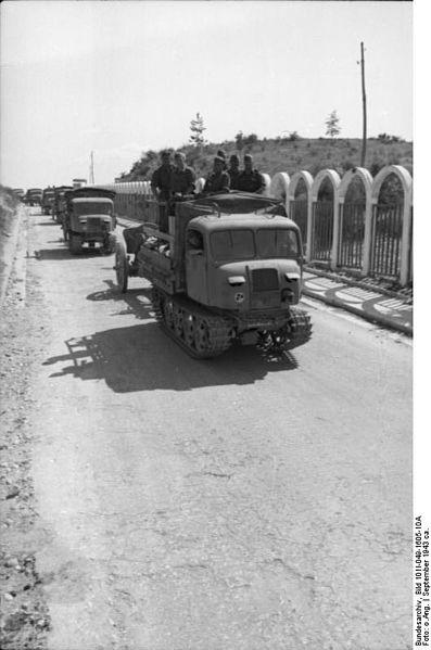 File:Bundesarchiv Bild 101I-049-1605-10A, Jugoslawien, Raupenschlepper Ost mit Geschütz.jpg