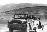 Bundesarchiv Bild 101I-158-0094-35, Balkan, PKW der Leibstandarte Adolf Hitler