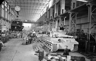 Assembly facility; the vehicles are fitted with the narrower transport tracks (1943) Bundesarchiv Bild 101I-635-3965-21, Panzerfabrik in Deutschland.jpg