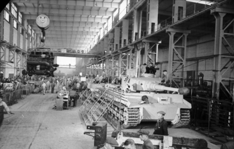 Bundesarchiv Bild 101I-635-3965-21, Panzerfabrik in Deutschland