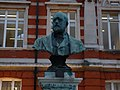 Bust of Sir Henry Tate, Brixton in March 2011 01.jpg
