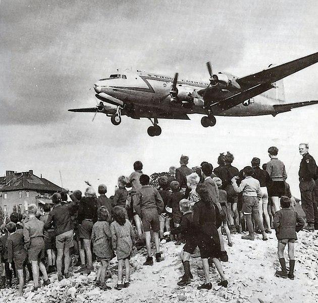 File:C-54landingattemplehof.jpg