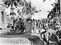 COLLECTIE TROPENMUSEUM Spijsdragers bij een lijkverbrandingsoptocht op Bali TMnr 10003320.jpg