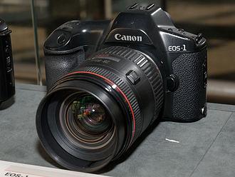 Canon EOS-1 - Image: Canon EOS 1 front left 2016 Canon Plaza S