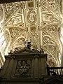 Cathédrale à l'intérieur de la Mosquée de Cordoue.jpg