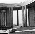 Centrum van het monument van de architect Georges Dedoyard op de architraven d…, Bestanddeelnr 254-3381.jpg