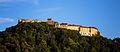 Cetatea Râșnov, văzută din oraș..jpg