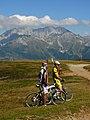 Ciclisti al rifugio Magnolini,sullo sfondo la presolana - panoramio.jpg