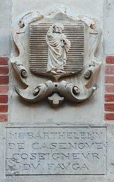 Coat of arms in Cour Henri IV Barthelemy de Casenoue.JPG